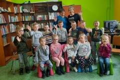 Zdjęcie grupowe z dziećmi