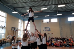 stand cheerleaderek
