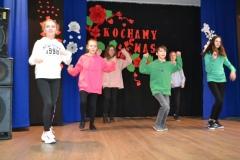 tańcząca grupa starsza