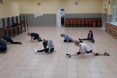 uczestniczki zajęć podczas ćwiczenia choreografii
